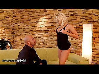 Sexy amateur blonde babe in stockings gets her cunt sucked
